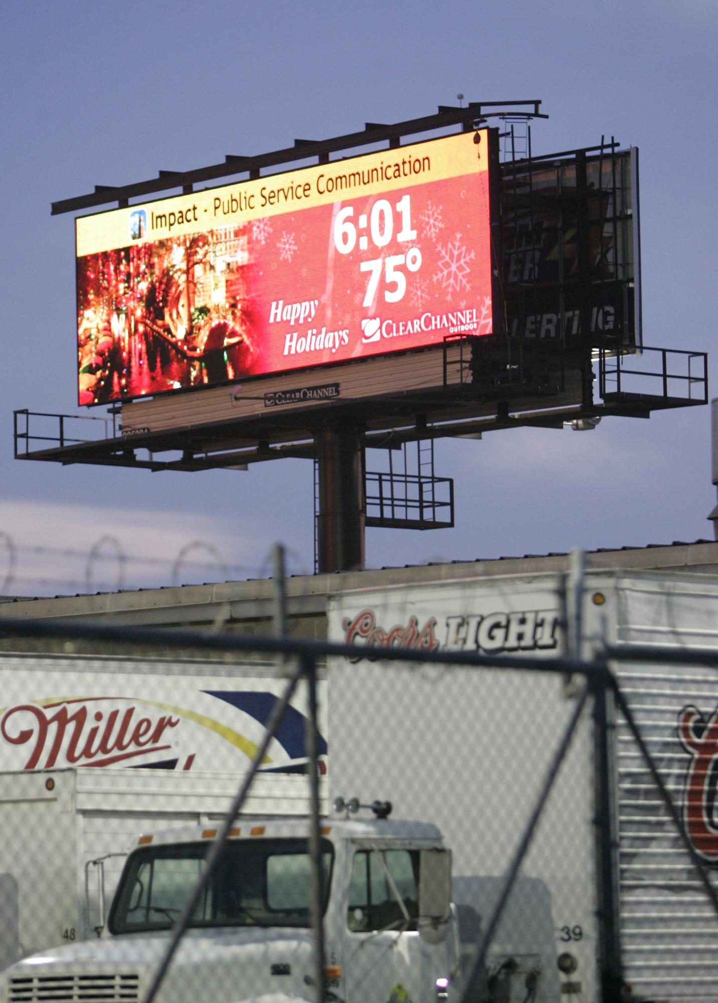 Clear Channel agrees to remove 300 billboards from San