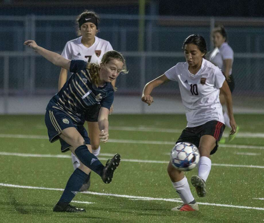 Lake Creek midfielder Camryn Robbins (1) passes the ball by Caney Creek sophomore Julie Mendoza (10) during a District 20-5A high school soccer game Friday, Feb. 15, 2019 at Lake Creek High School in Montgomery. Photo: Cody Bahn, Houston Chronicle / Staff Photographer / © 2018 Houston Chronicle