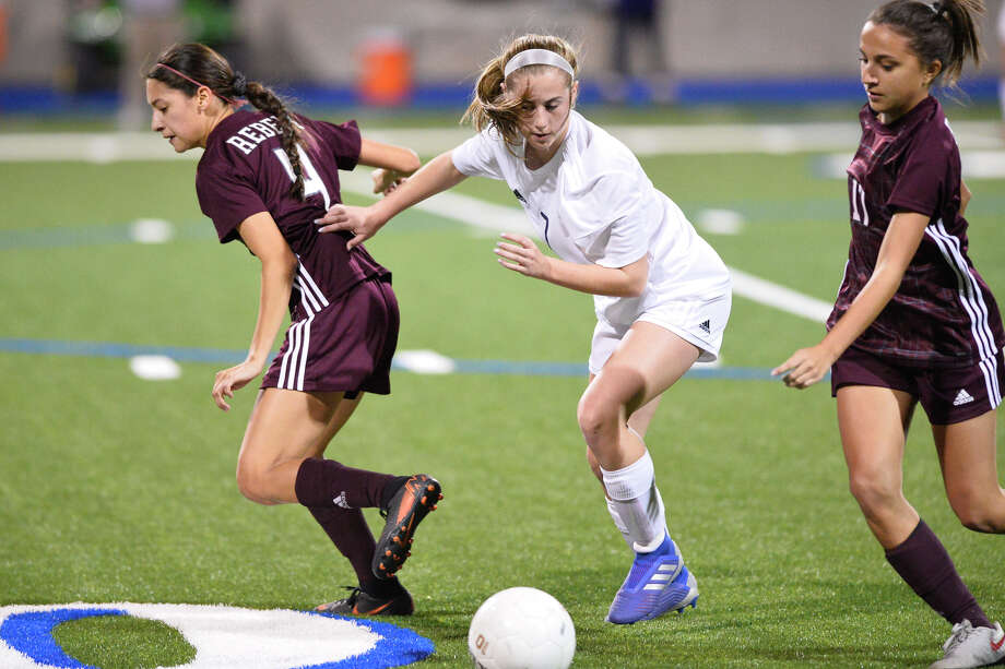 Midland High's Kinsey Hill (7) attempts to keep the ball away from Lee's Andrea Gutierrez (4) and Chloe Ramos (17) Feb. 15, 2019, at Grande Communications Stadium. James Durbin/Reporter-Telegram Photo: James Durbin / ? 2019 Midland Reporter-Telegram. All Rights Reserved.