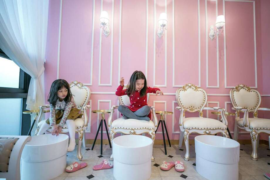 PriPara Kids Cafe is one of the many beauty parlors in South Korea that cater to young girls. Photo: Photo For The Washington Post By Jean Chung / Jean Chung