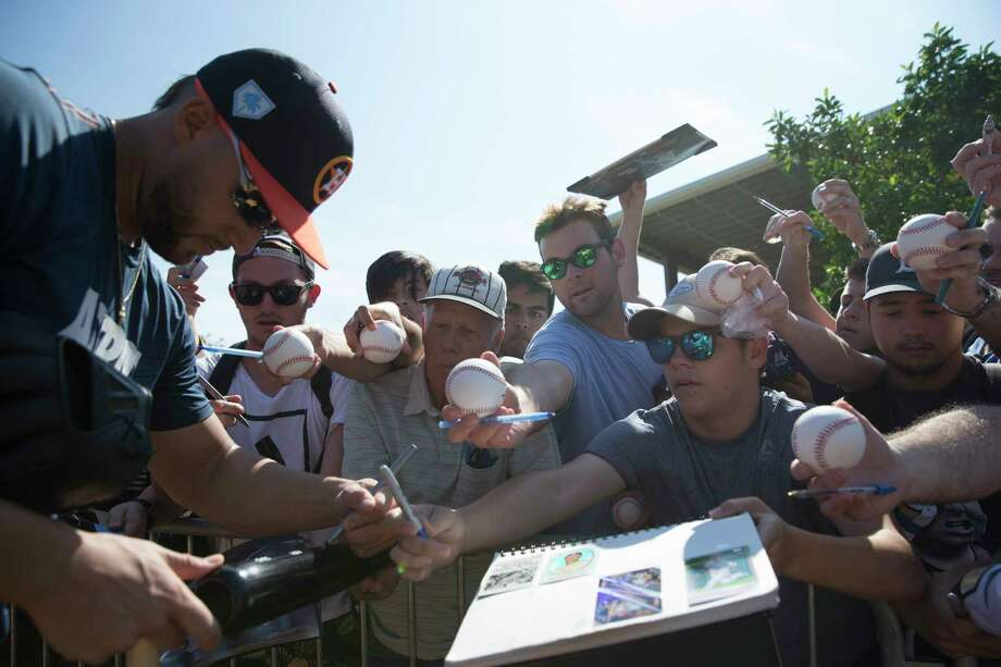 Houston Astros outfielder George Springer (4) signs auotographs for fans at Fitteam Ballpark of The Palm Beaches on Day 3 of spring training on Saturday, Feb. 16, 2019, in West Palm Beach. Photo: Yi-Chin Lee, Houston Chronicle / © 2019 Houston Chronicle