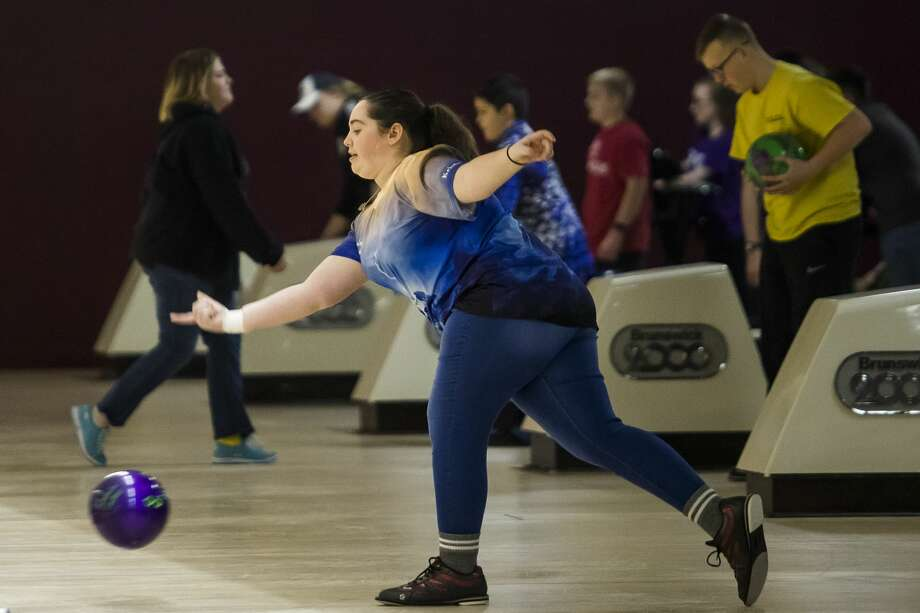 In this file photo, Kristie Woollard competes during a youth bowling meet in 2019 at Northern Lanes in Sanford. (Katy Kildee/kkildee@mdn.net) Photo: (Katy Kildee/kkildee@mdn.net)