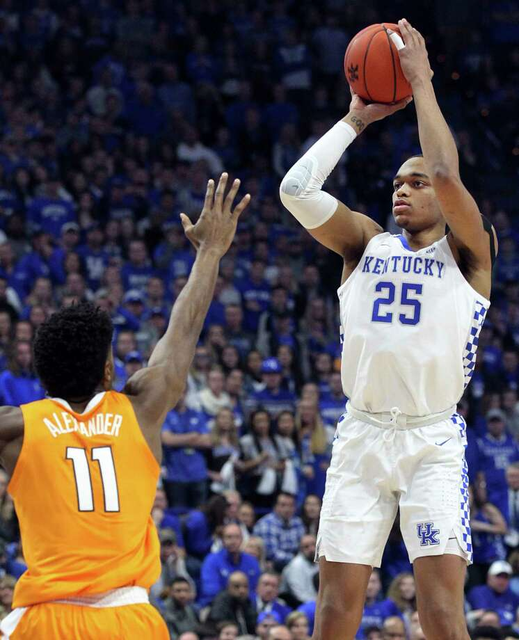 Kentucky's PJ Washington (25) shoots while defended by Tennessee's Kyle Alexander (11) during the first half of an NCAA college basketball game in Lexington, Ky., Saturday, Feb. 16, 2019. (AP Photo/James Crisp) Photo: James Crisp / Copyright 2019 The Associated Press. All rights reserved.