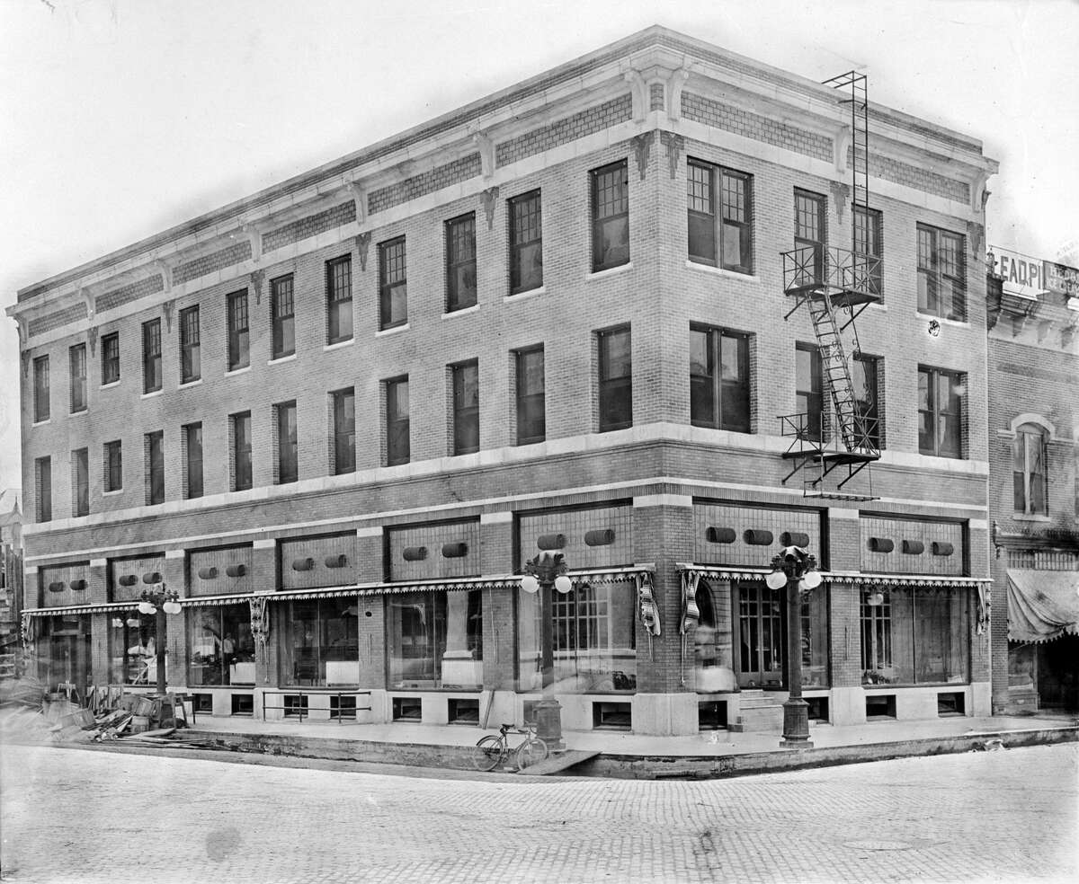 1925 The League's Luncheon event was held at the Gibraltar Building at 2302 Fannin Street in 1925.