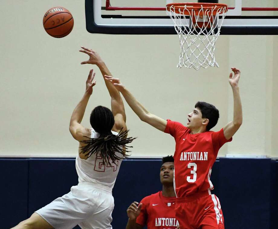 Gavino Ramos of Antonian blocks a shot against Belton during the San Antonio Independent School District boys basketball tournament at the Alamo Convocation Center on Friday, Dec. 7, 2018. Photo: Billy Calzada, Staff / Staff Photographer / San Antonio Express-News