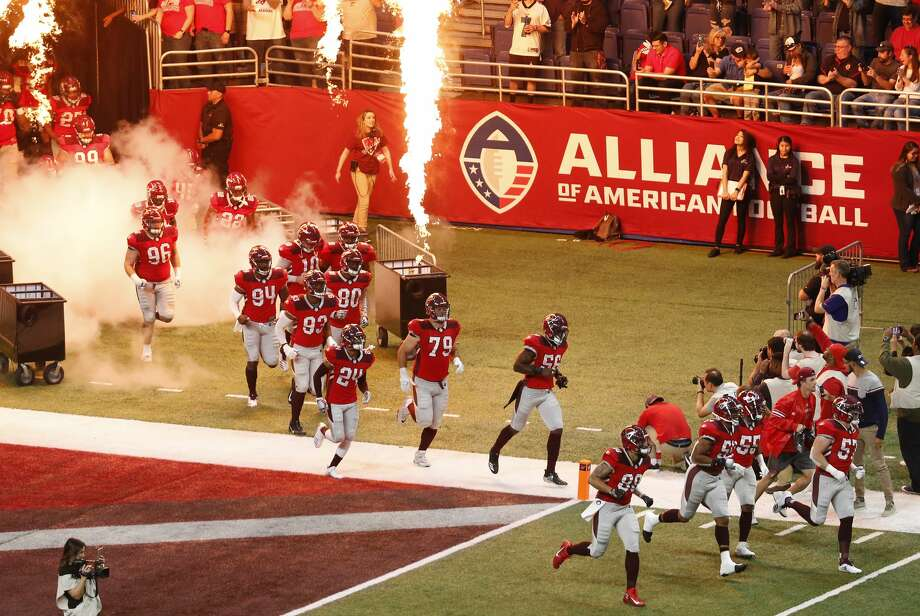 SAN ANTONIO, TEXAS - FEBRUARY 17: The San Antonio Commanders run onto the field before an Alliance of American Football game against the Orlando Apollos at the Alamodome on February 17, 2019 in San Antonio, Texas. (Photo by Edward A. Ornelas/AAF/Getty Images) Photo: Edward A. Ornelas/AAF/Getty Images