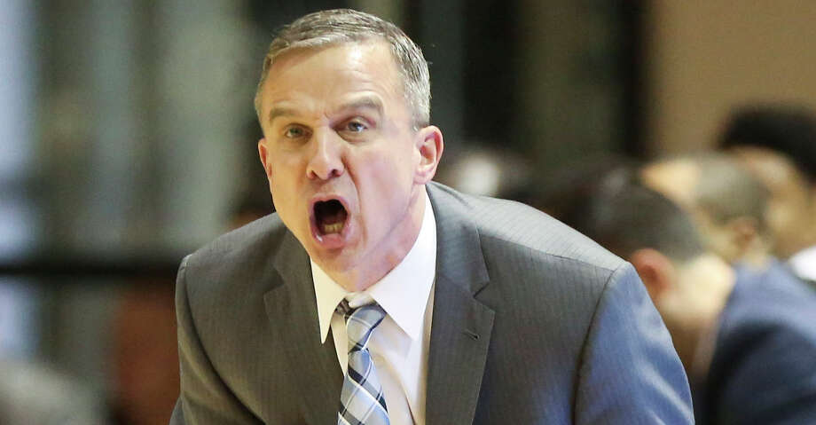Rice Owls head coach Scott Pera react to his players' bad move during the first half of the Conference USA game against the Charlotte 49ers at Tudor Field House on Saturday, Jan. 6, 2018, in Houston. ( Yi-Chin Lee / Houston Chronicle ) Photo: Yi-Chin Lee/Houston Chronicle / © 2018  Houston Chronicle