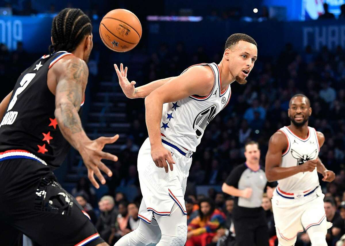 Golden State Warriors guard Stephen Curry throws a behind the back pass to a teammate on a fast break during the NBA All-Star Game at Spectrum Center in Charlotte, N.C. on Sunday, February 17, 2019. (Jeff Siner/Charlotte Observer/TNS)