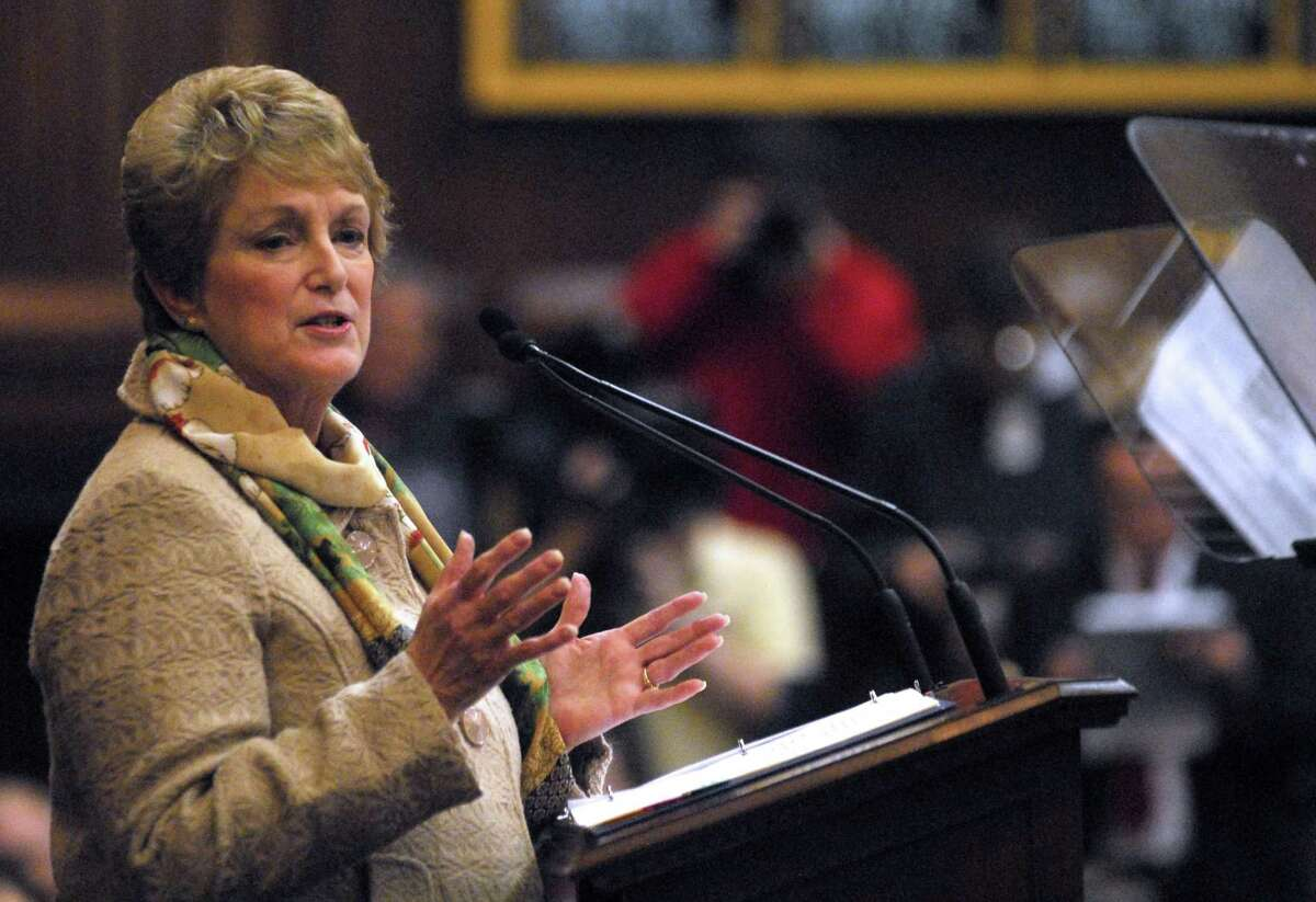 Former Gov. M. Jodi Rell speaks to lawmakers at the opening the 2009 legislative session.