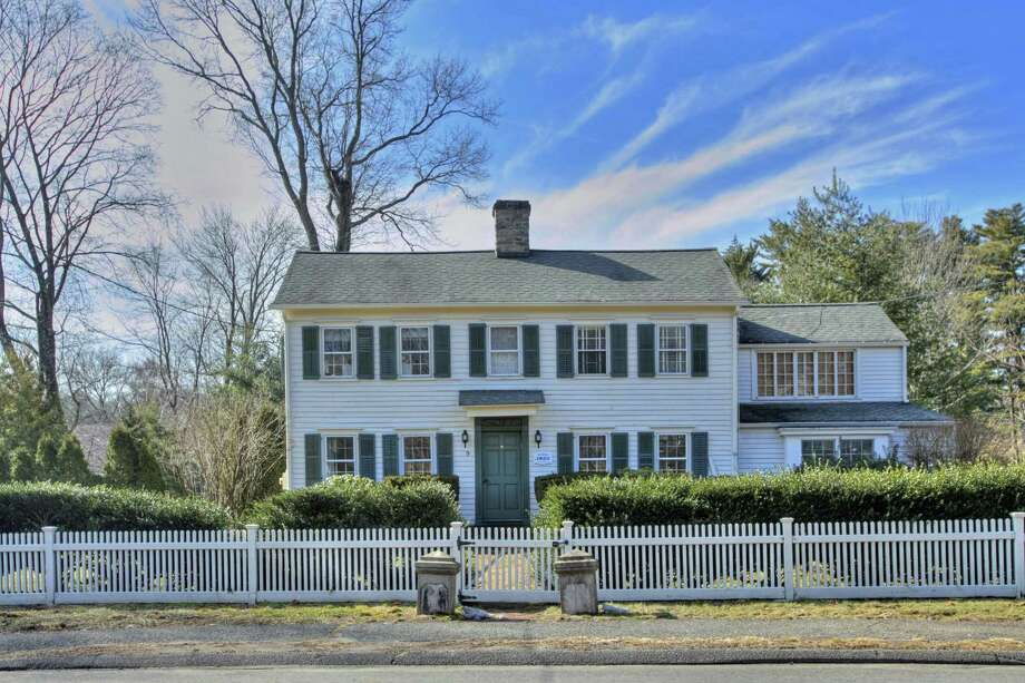 The white clapboard antique colonial house was built circa 1800 and was once the home of long-time The New Yorker artist Alice Harvey.