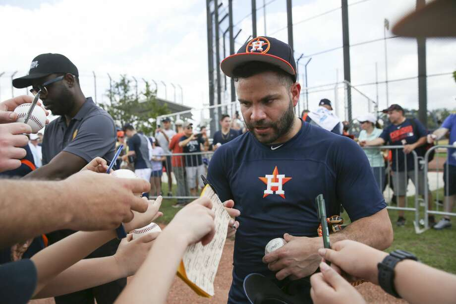 Astros' Jose Altuve scratched from lineup with 'general left side soreness'