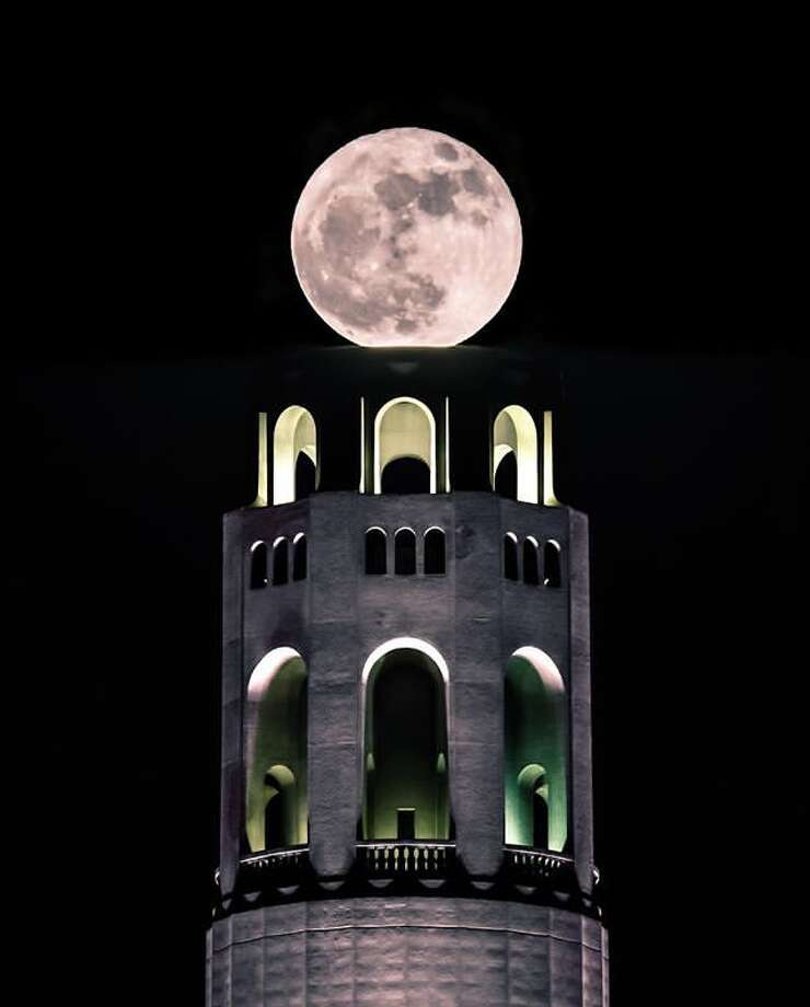 A supermoon over Coit Tower in San Francisco. Photo: Instagram / Jgregory_photography