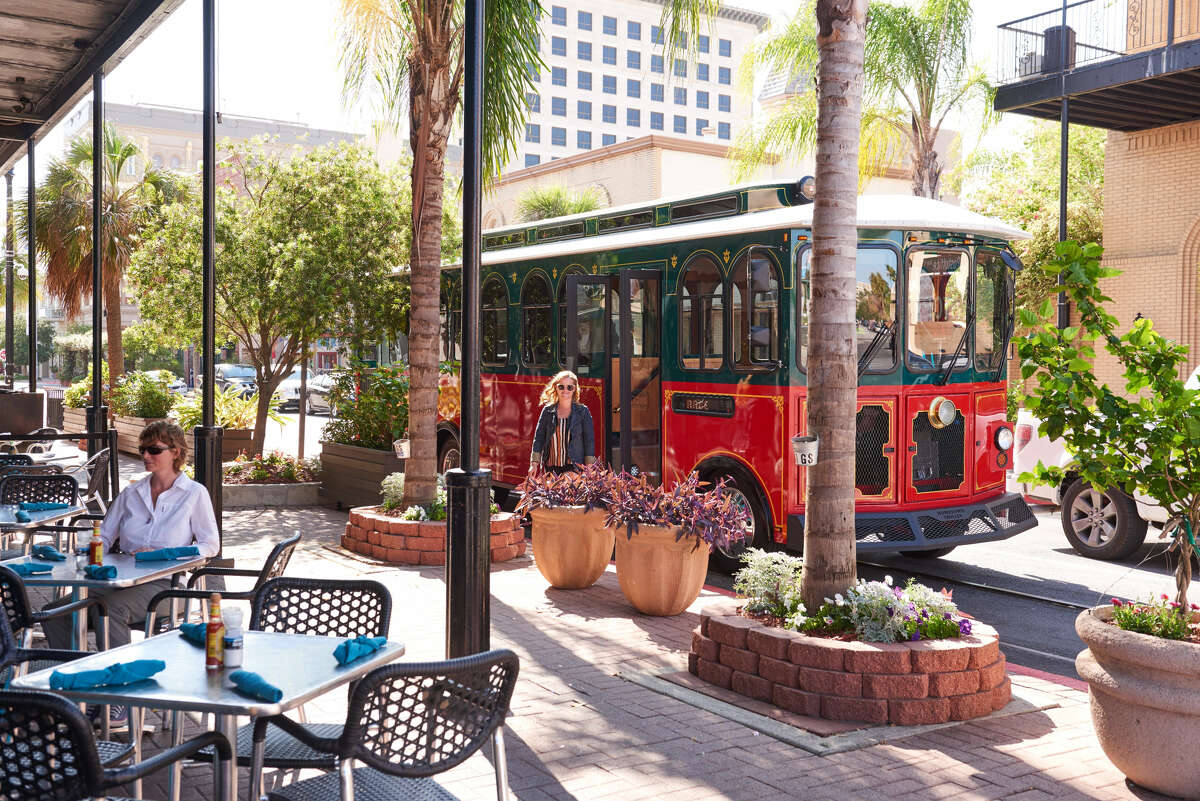 The downtown area offers an intriguing selection of shops, restaurants, galleries and museums within a perfect radius for self-guided tours.