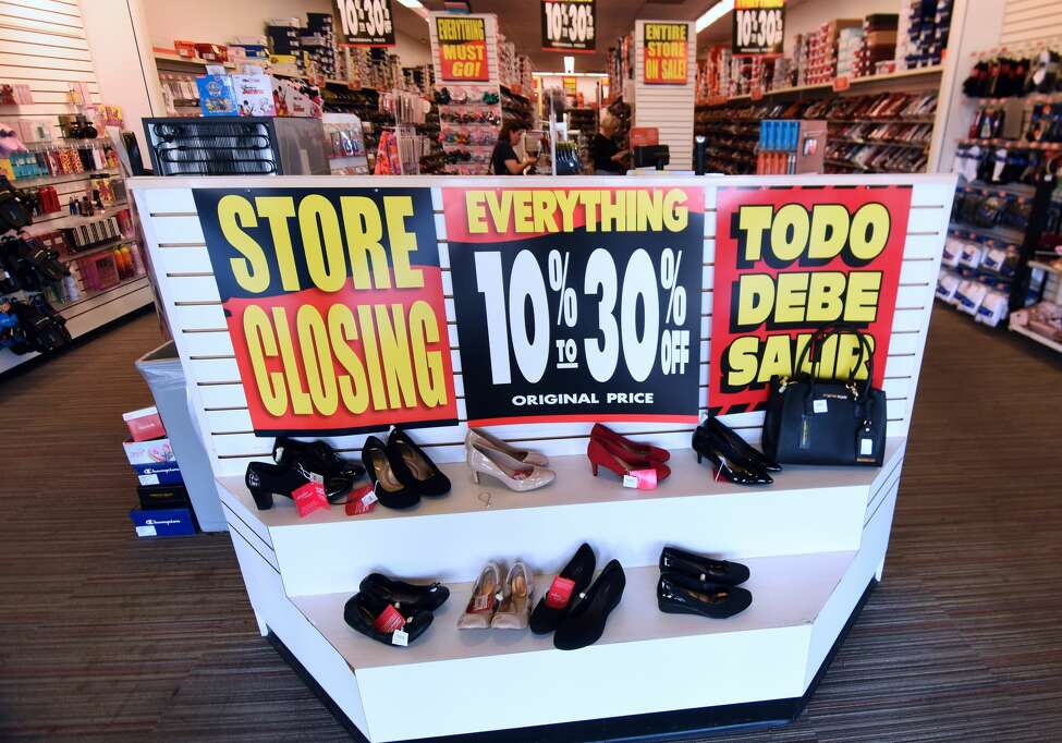 Click ahead to view retail stores that closed in 2019.   Payless Shoe Source: 2,500 closures Number includes stores in the U.S. and Canada