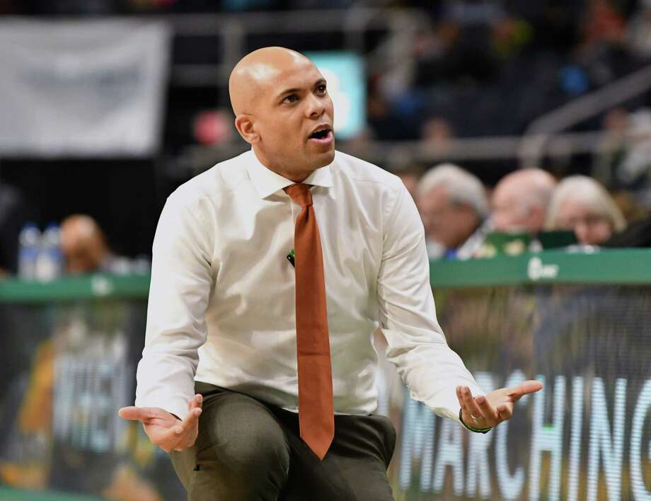 Siena head coach Jamion Christian communicates to his players during a basketball game against Saint Peter's at the Times Union Center on Tuesday, Feb. 19, 2019 in Albany, N.Y. (Lori Van Buren/Times Union) Photo: Lori Van Buren, Albany Times Union / 20044860A