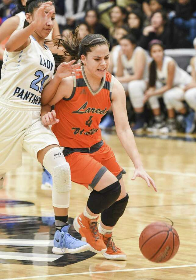 Evelyn Quiroz averaged 11 points per game to go along with four rebounds, 2.5 assists and 2.5 steals last season for United. Photo: Danny Zaragoza /Laredo Morning Times File