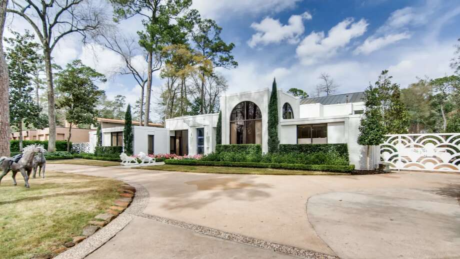 The home at 9102 Chatsworth Drive will go to auction in March with no reserve. Photo: Concierge Auctions/Engel & Völkers Houston