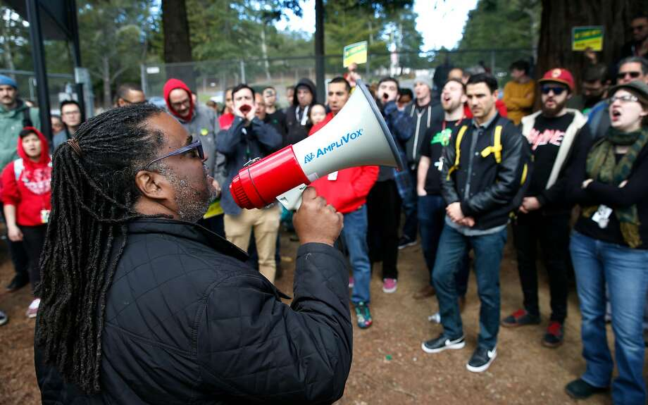 Keith Brown, president of the Oakland Education Association, addresses Skyline High School teachers at a solidarity rally in front of the school on the eve of a teachers strike against the Oakland Unified School District in Oakland, Calif. on Wednesday, Feb. 20, 2019. Photo: Paul Chinn / The Chronicle