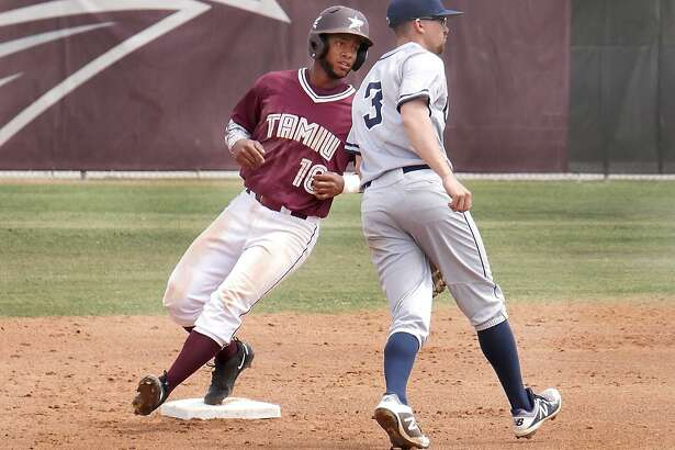 TAMIU picked up wins of 5-3 and 5-0 on Wednesday over Houston-Victoria - the latter including a walk-off two-run homer by shortstop Jorge Napoles.