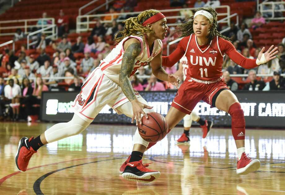 Lamar University's Moe Kinard dribbles the ball down the field as she tries to get past Incarnate Word's Imani Robinson during the first half of the game at Montagne Center on Wednesday night. Photo taken on Wednesday, 02/19/19. Ryan Welch/The Enterprise Photo: Ryan Welch/The Enterprise