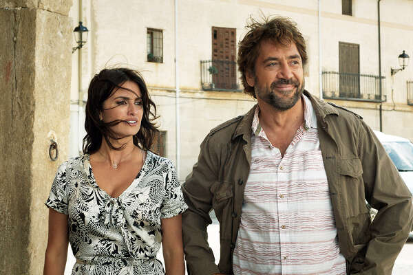 """Oscar-winning director Asghar Farhadi directs real-life married couple Penélope Cruz and Javier Bardem in the Spanish thriller """"Everybody Knows."""" MUST CRDIT: Teresa Isasi, Focus Features"""