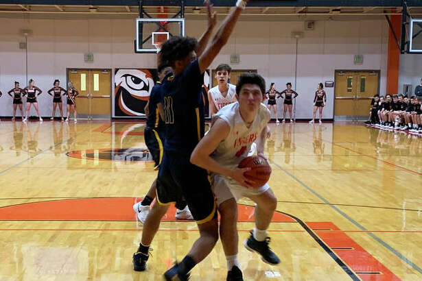 Edwardsville's Nick Hemken maneuvers to find a shot in the lane during the first quarter against O'Fallon on Wednesday.