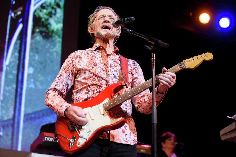 Photos of The Monkees starring Mickey Dolenz and Peter Tork performing live on stage at Town Hall, NYC on June 1, 2016. Photo: Matthew Eisman/Getty Images / © Matthew Eisman/ Getty Images