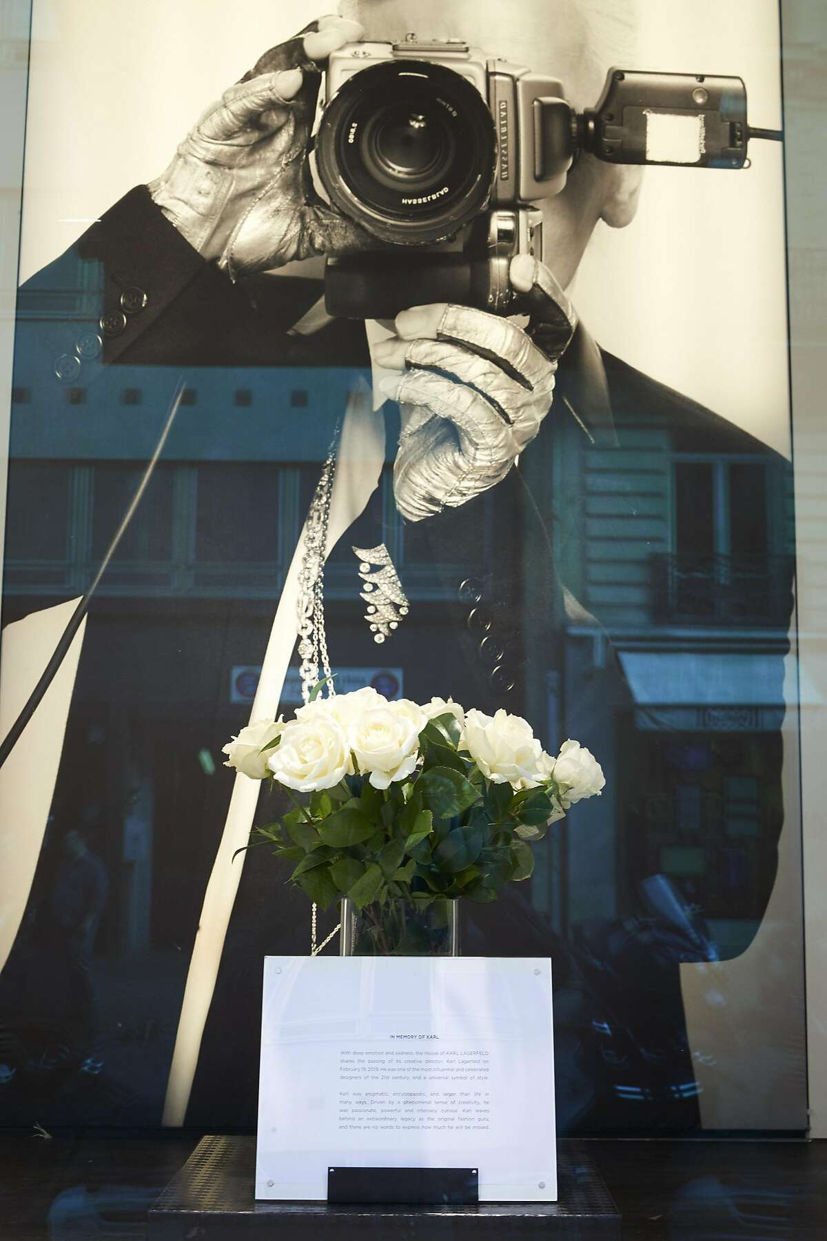 PARIS, FRANCE - FEBRUARY 20: A tribute to the designer Karl Lagerfeld in the window of his boutique near the Champs Elysees on February 20, 2019 in Paris, France. Celebrated fashion designer Karl Lagerfeld died in Paris yesterday, aged 85. Most recently he was Creative Director at both the fashion houses of Chanel and Fendi and during his career he also worked with Pierre Balmain and Chloe. Several designers have paid tribute to him including Donatella Versace and Victoria Beckham. Virginie Viard, who was with Lagerfeld since she was an intern, has been appointed by Chanel as his successor. (Photo by Kiran Ridley/Getty Images)