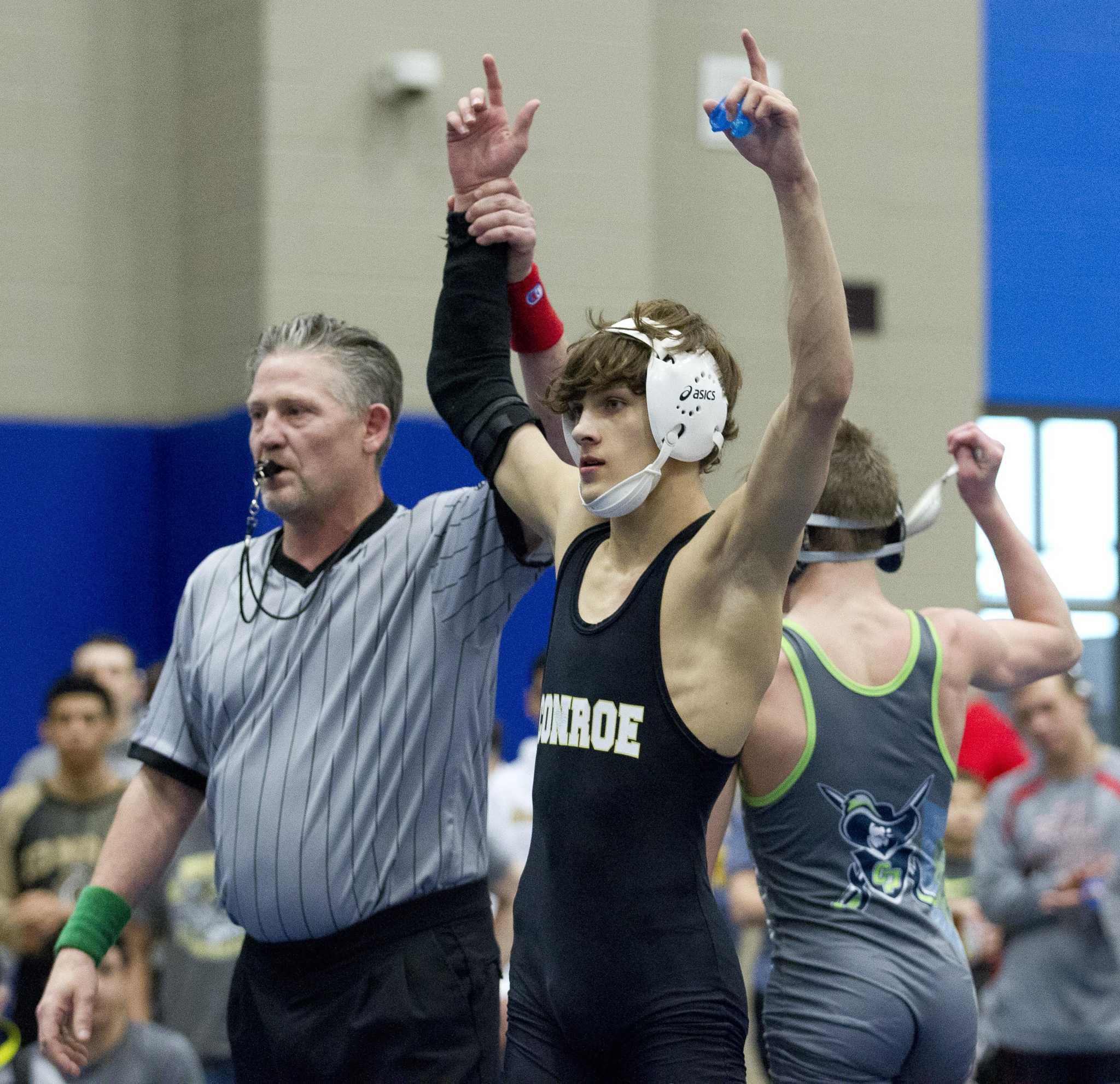 Conroe's Wyatt Maturin rallies to qualify for state wrestling following injury