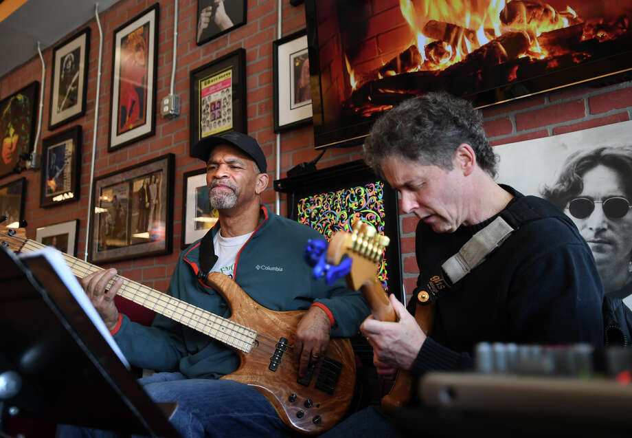 LIVE MUSIC AT RESTAURANTS