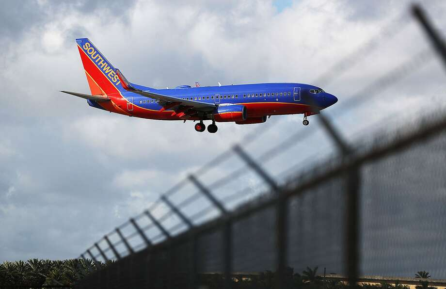 Computer outage grounds all Southwest Airlines flights, causing flurry of delays