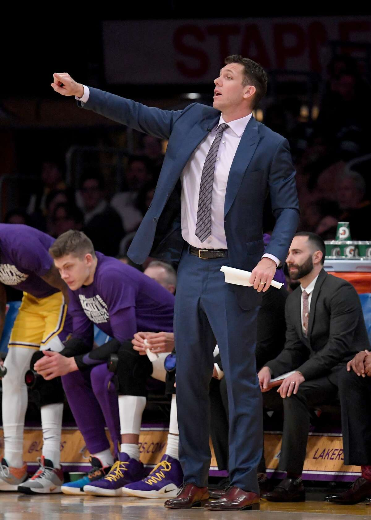 LOS ANGELES, CALIFORNIA - FEBRUARY 21: Luke Walton of the Los Angeles Lakers calls out of play during a 111-106 Laker win over the Houston Rockets at Staples Center on February 21, 2019 in Los Angeles, California. (Photo by Harry How/Getty Images)