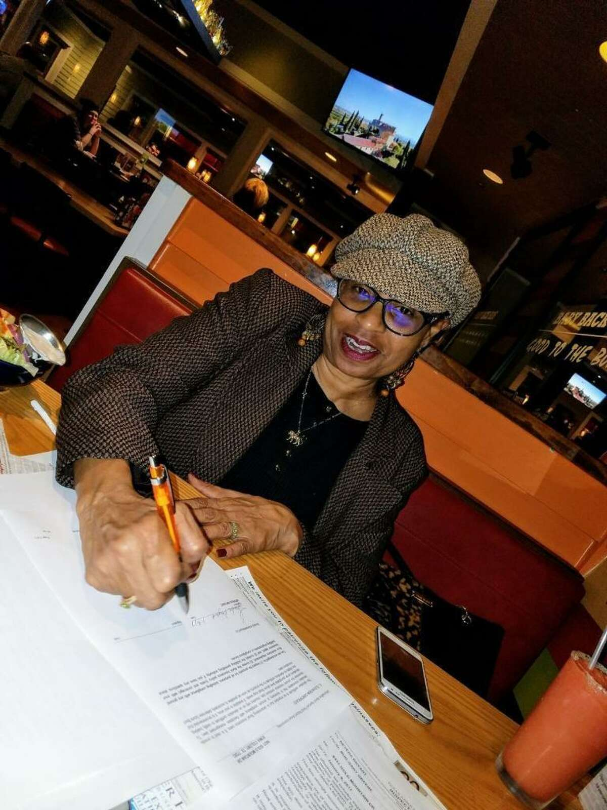 Neveda Bryant signs the lease to her Houston-area home in March of 2017. Bryant is one ofover 63,000 Californians who moved to Texas that year.