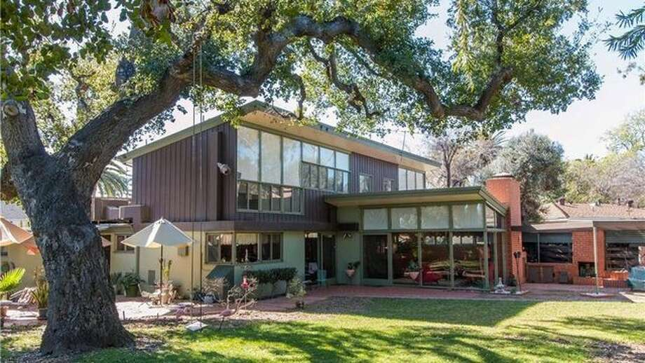 An impeccably preserved home in Ontario, CA, designed by renowned African-American architect Paul Williams is on the market for $795,000. Photo: Realtor.com