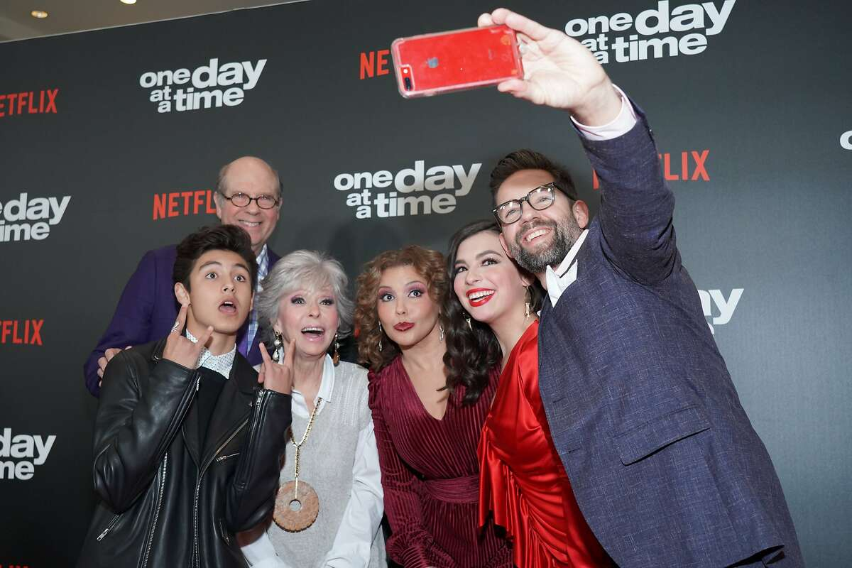 LOS ANGELES, CALIFORNIA - FEBRUARY 07: (L-R) Marcel Ruiz, Stephen Tobolowky, Rita Moreno, Justina Machado, Isabella Gomez and Todd Grinnell take a selfie at the premiere of Netflix's