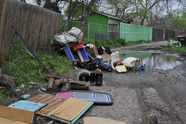 Piles of garbage awaited Bexar County deputies and teams of probationers who descended on The Glen last week for a cleanup. No neighborhood in Bexar County should be like this. County and city officials need to replicate the successful trash service program in nearby Camelot II.