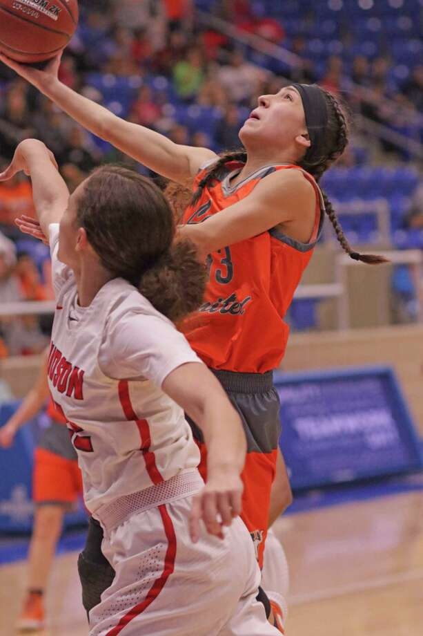 Elisa Peralta and United lost 87-55 Friday to Converse Judson in the regional semifinals. Photo: Clara Sandoval /Laredo Morning Times