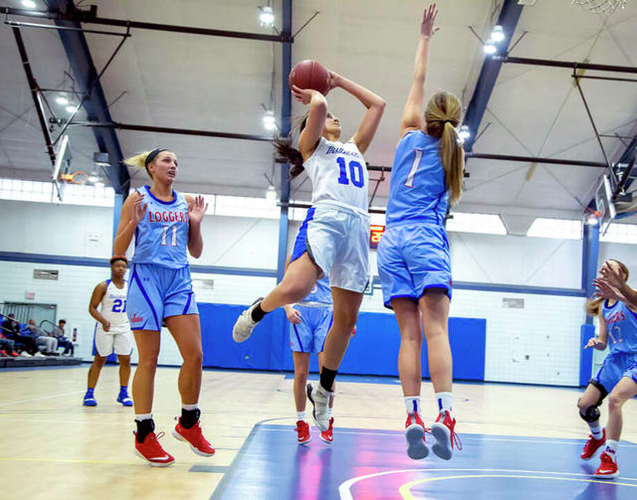 LCCC's Jocelyn Anderson (010) goes up for a shot as Lincoln Land's Jolene Bueker defends Saturday at the River Bend Arena. Lincoln Land's Katryel Clark (11) and Trissa Shawgo (12) are also pictured. Photo: Jan Dona | For The Telegraph