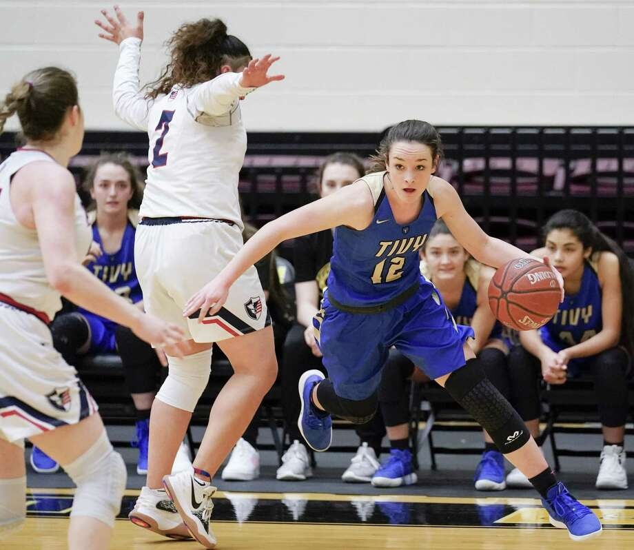 Tivy's Audrey Robertson (12) drives around Veterans Memorial's Arianna Aguirre during a girls high school basketball regional championship game, Saturday, Feb. 23, 2019, in San Antonio. Tivy won 44-34. (Darren Abate/Contributor) Photo: Darren Abate, FRE / Darren Abate