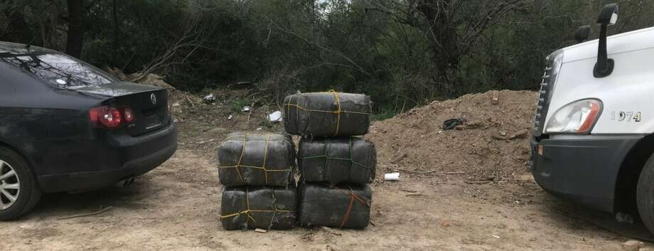 Agents discovered five bundles containing marijuana, with a weight of over 360 pounds and a value of $290,752. Photo: Courtesy