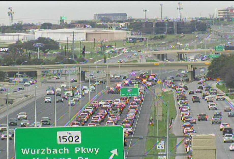 Wreck Cleared On Highway 281 Near Wurzbach Parkway