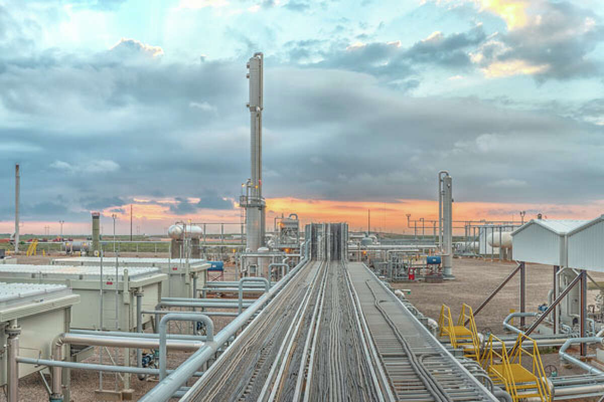 A new joint venture between two pipeline companies will allow their customers to move more crude oil, natural gas and produced water on the New Mexico side of the Permian Basin. NEXT: See major pipeline projects in Texas.