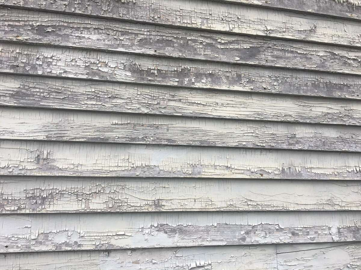 Clapboard with peeling lead paint at 128-130 Grafton St. in New Haven where a child was lead poisoned.