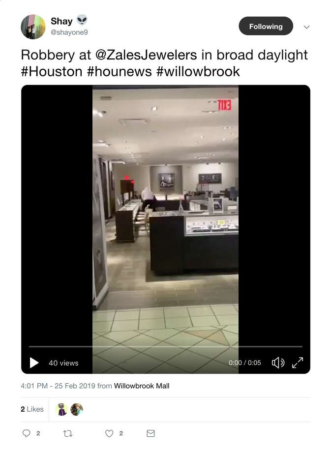 Video shows a smash-and-grab inside a jewelry store in the Willowbrook Mall on Monday, Feb. 25, 2019. Photo: Twitter | @shayone9