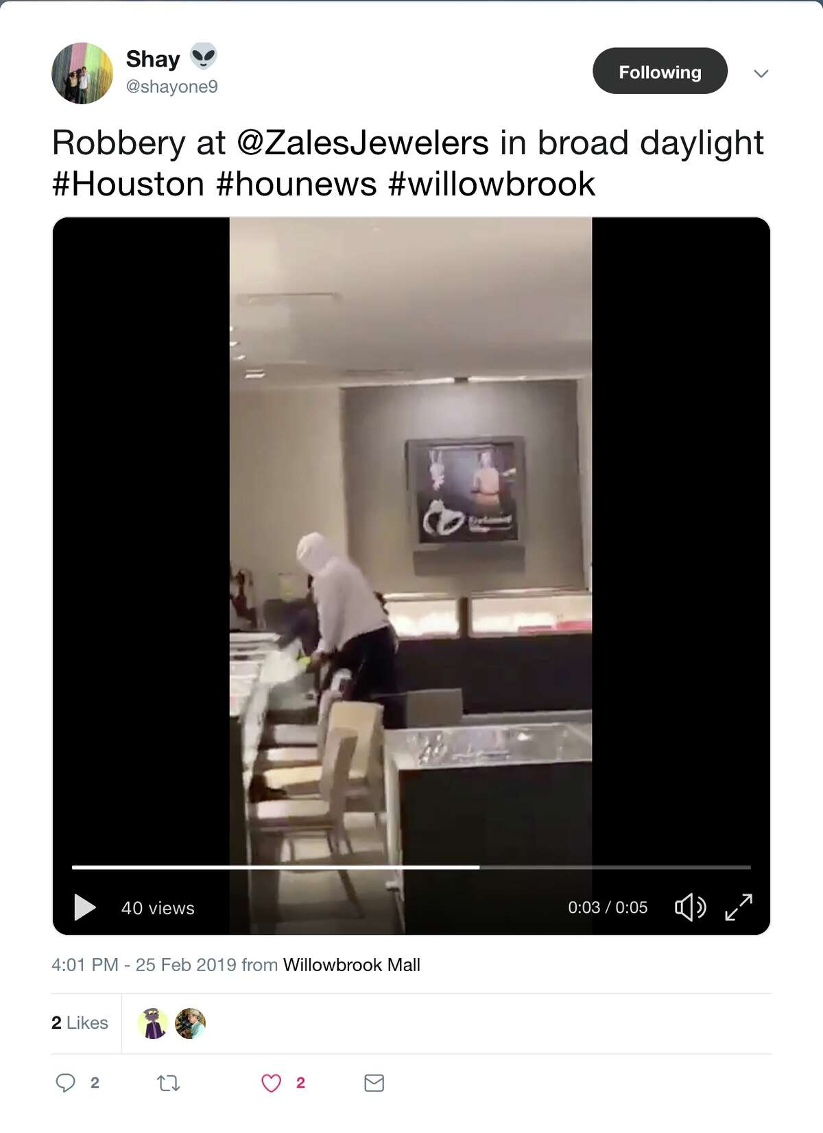 Video shows a smash-and-grab inside a jewelry store in the Willowbrook Mall on Monday, Feb. 25, 2019.