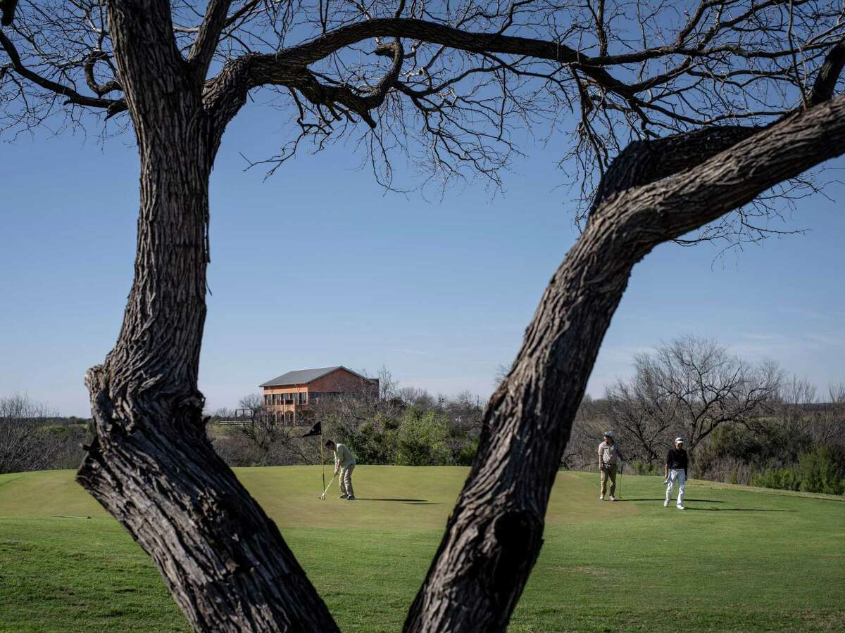 Golfers play at the Max A. Mandel Municipal Golf Course near the U.S. and Mexico border in Laredo, Texas, U.S., on Sunday, Feb. 17, 2019. After Trump declared a national emergency Friday to access billions of dollars in funding, some landowners along the U.S.-Mexico line say they see a government land grab in their future. Photographer: Matthew Busch/Bloomberg