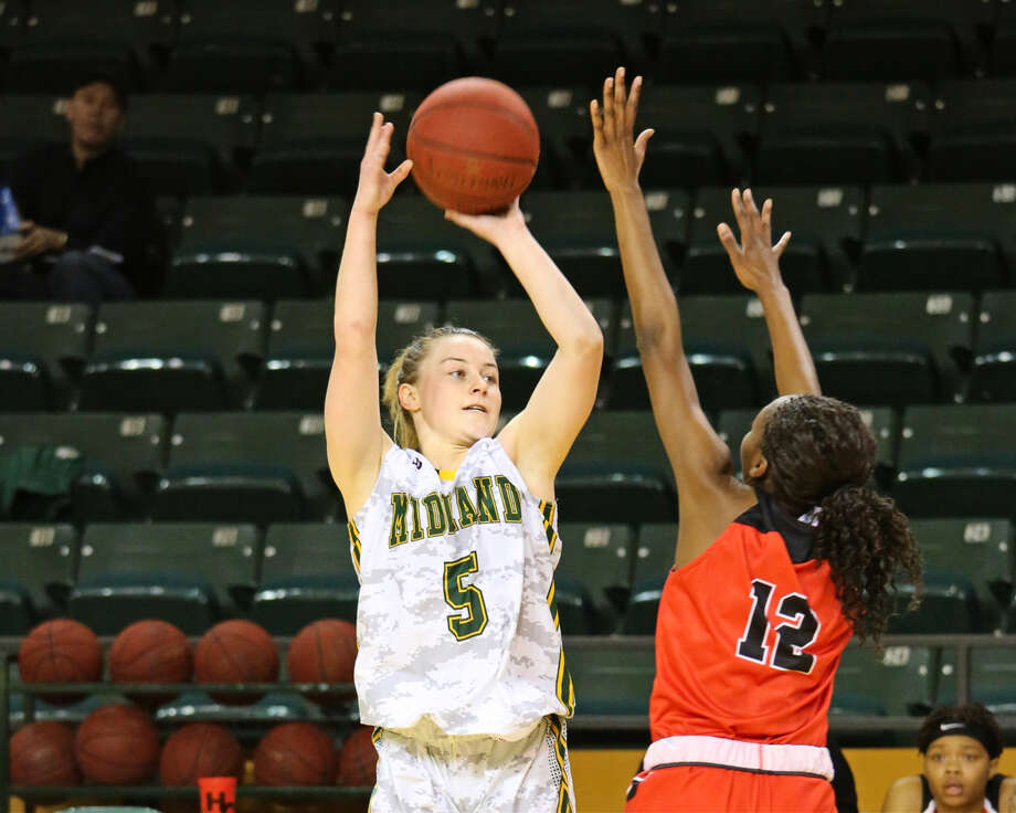 Midland College's Grace Beasley attempts a 3-pointer over Howard College's Quanasia McDaniel in Monday's game  at Chaparral Center. Forrest Allen, Midland College athletics Photo: Forrest Allen,  Midland College Athletics