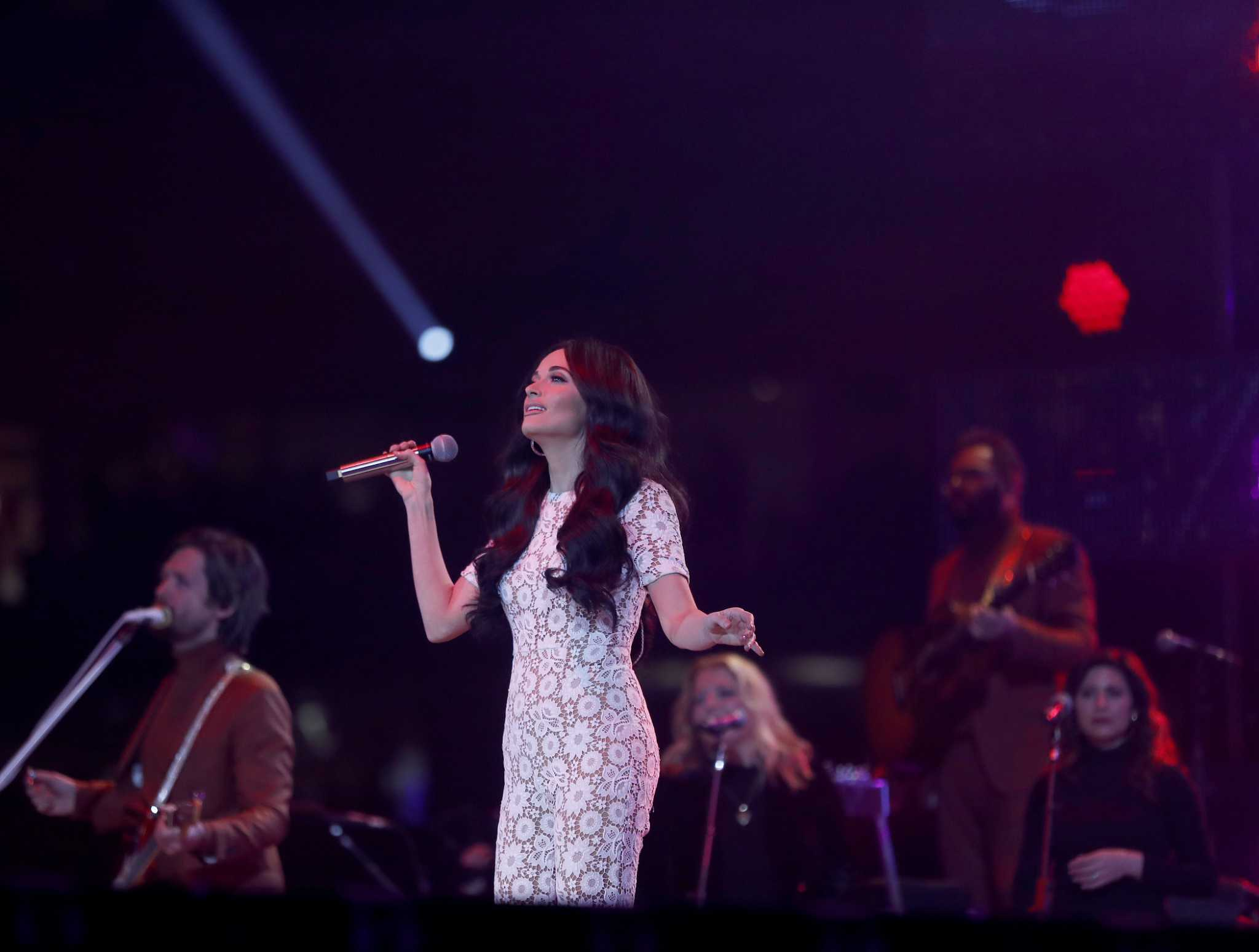 Kacey Musgraves Covers Selena And Makes Her Own Magic At