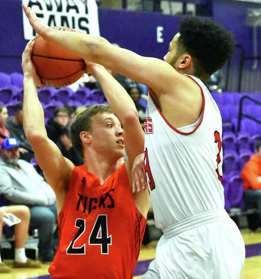 Edwardsville's A.J. Robertson (24) looks for an open teammate during the Tigers win over Granite City on Monday night in the Collinsville Class 4A Regional. Photo: Matt Kamp / Hearst Illinois
