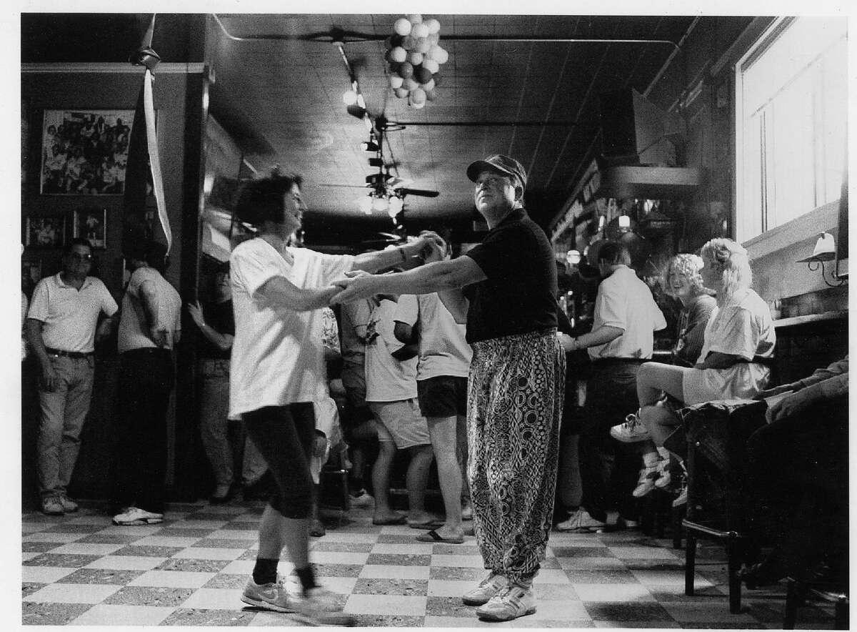 Gino & Carlo Restaurant & Bar Photo ran 05/18/1992